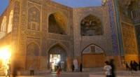 Si Téhéran a tout d'une ville moderne, Ispahan, dont la silhouette se dresse au milieu du désert tel un mirage, garde par son architecture le souvenir de sa grandeur passée. […]