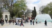 Le quartier d'Eyüp est un lieu de pèlerinage important, vénéré par les Turcs et tout le monde islamique. La marque religieuse est toujours imprimée mais l'on sent une réelle ouverture […]
