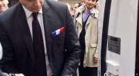 Arnaud Montebourg est arrivé précipitamment au Ministère de l'Économie et des Finances à bord de sa Peugeot 607. Le véhicule a peine arrêté, il avait déjà ouvert sa porte pour […]