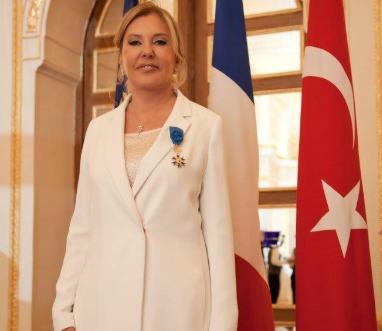 Le gouvernement fran ais honore zeynep necipo lu aujourd for Chambre de commerce francaise en turquie
