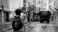 Le centre culturel Piramid Sanat organisait ce mercredi 23 juillet 2014 une projection inédite du dernier film de Serkan Koç: Başlangıç(« Ce n'est que le début »). Cet événement s'inscrit […]