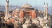 De Constantinople à Istanbul, de l'Empire Byzantin à l'Empire Romain et l'Empire Ottoman jusqu'à la Turquie d'Atatürk, Sainte-Sophie – Ayasofya – est un lieu d'histoire et de culture.
