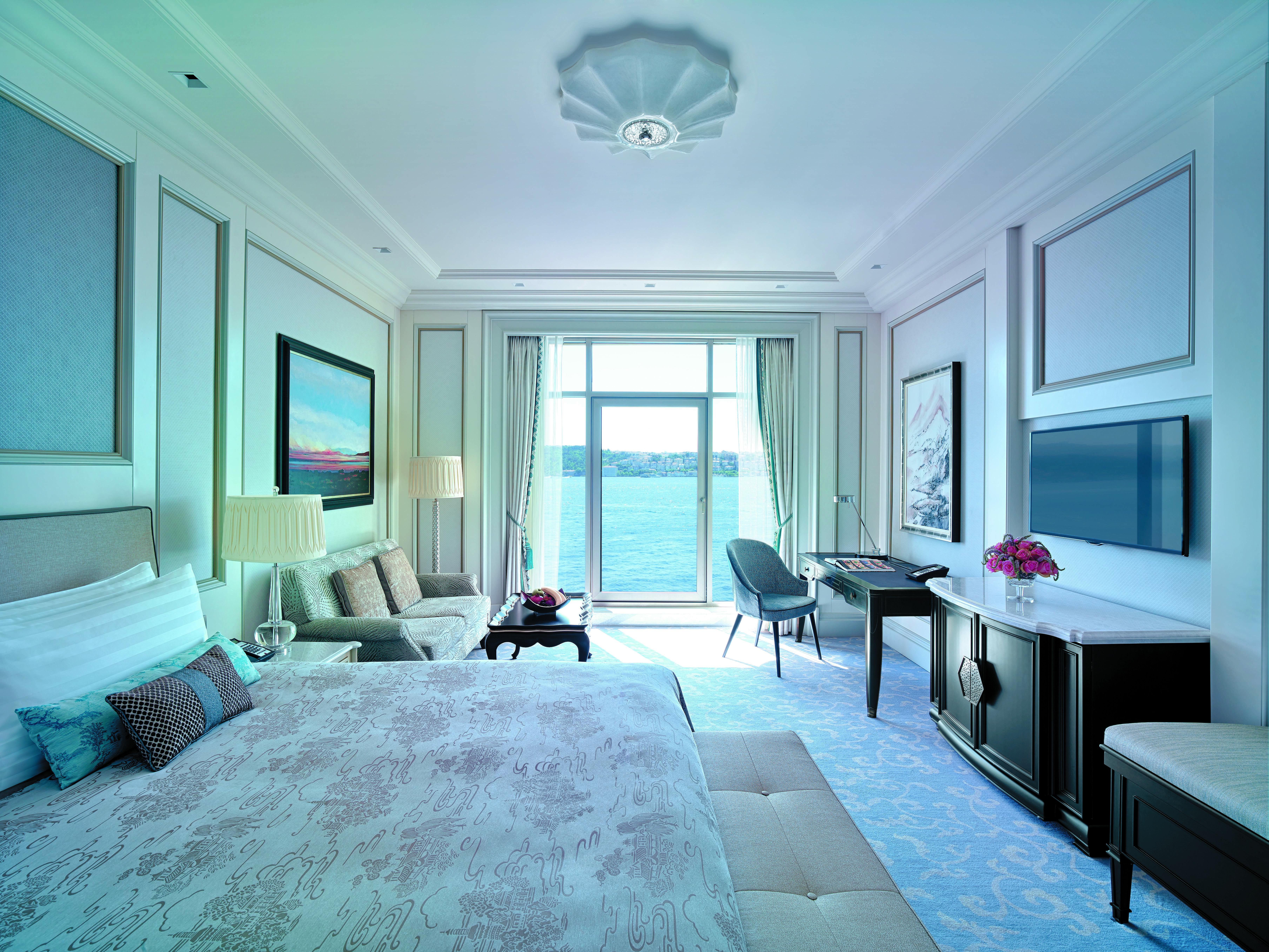 18-Premier Bosphorus Room