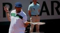 Roland Garros, court central. Alors qu'Andy Murray finit péniblement son match face à Novak Djokovic, interrompu par l'orage et la pluie la veille, direction le court Suzanne Lenglen où le […]