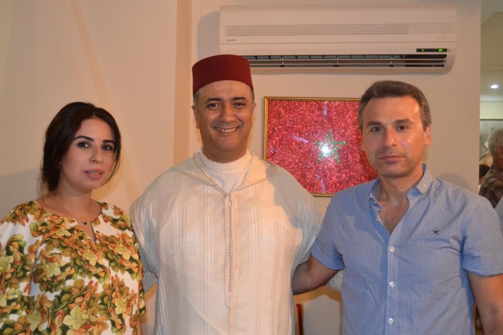 Sophia et Alpagut Serin, couple franco-turco-marocain, avec le consul.