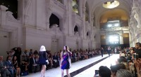 Chaque année, deux collections haute couture sont présentées lors des défilés de mode inscrits dans le calendrier officiel de la Fédération française de la couture, du prêt-à-porter, des couturiers, et […]