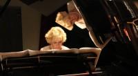La talentueuse Gülsin Onay, née à Istanbul en 1954, a plus d'un tour dans son sac. En plus d'être une pianiste accomplie, entre un père et un fils violonistes, […]