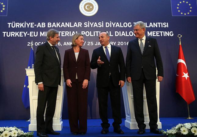 Dışişleri Bakanı Mevlüt Çavuşoğlu, (sağ 2) Avrupa Birliği Bakanı ve Başmüzakereci Volkan Bozkır, (sağda) AB Dış İlişkiler ve Güvenlik Politikası Yüksek Temsilcisi ve AB Komisyonu Başkan Yardımcısı Federica Mogherini (sol 2) ile Komşuluk Politikası ve Genişleme Müzakerelerinden Sorumlu AB Komiseri Johannes Hahn,(solda) Ankara Palas'ta Türkiye- AB Üst Düzey Siyasi Diyalog Toplantısı'na katıldı. Bakanlar toplantının ardından ortak basın açıklaması gerçekleştirdi. ( Abdülhamid Hoşbaş - AA )