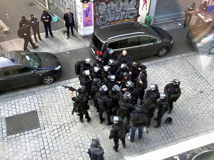 Police_-_rue_de_la_République_Saint-Denis_-_18_nov_2015_(cropped)