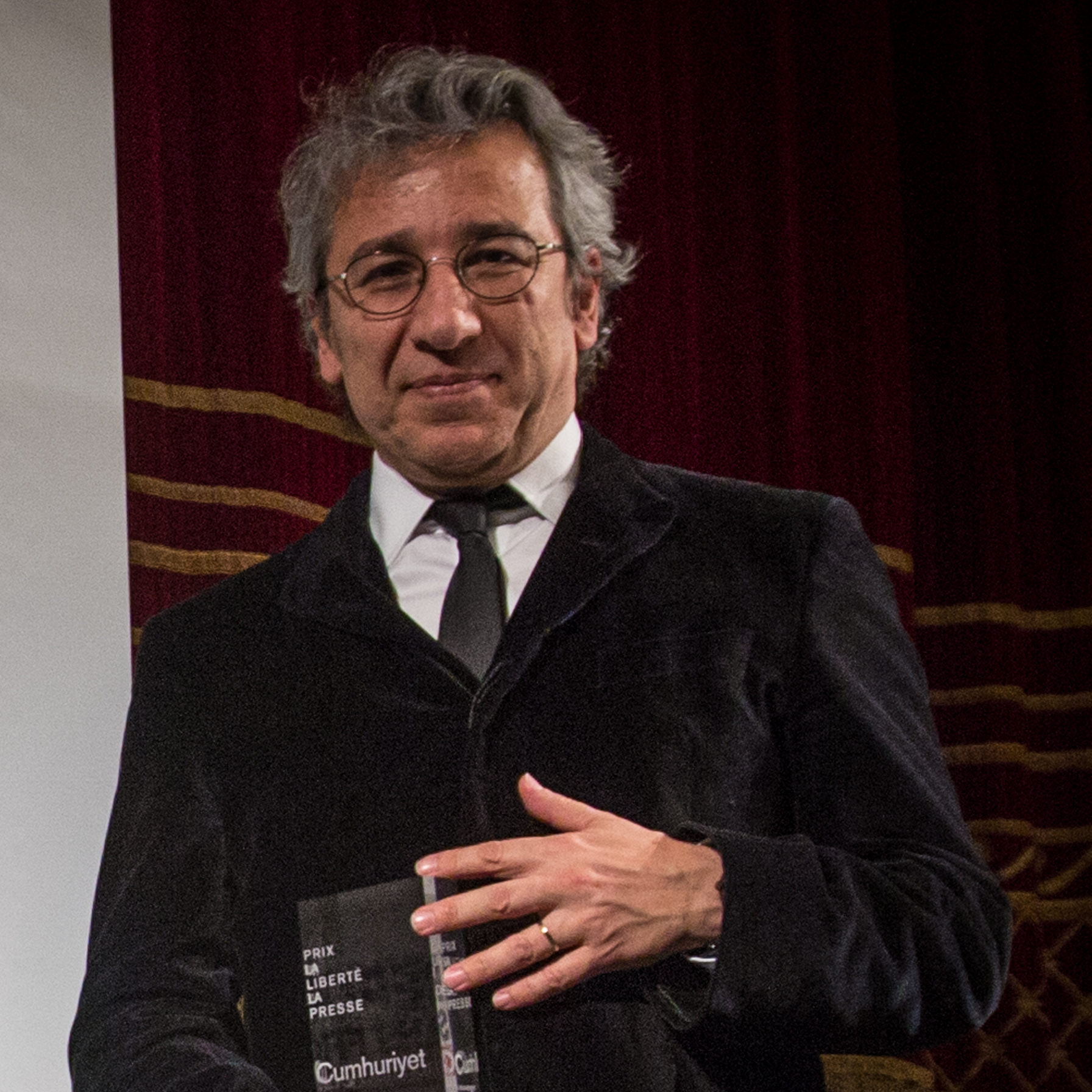 Can_Dündar_2015_(cropped)