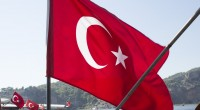 Deux épiciers turcs ont été filmés en train de rouer de coups deux adolescents syriens avec des bâtons, soupçonnés d'avoir volé du pain chez eux.