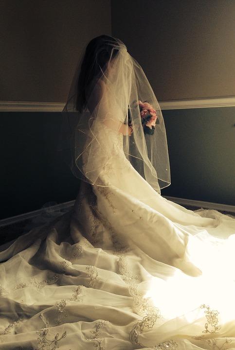 wedding-dress-366538_960_720