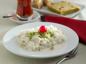 Güllaç dans une assiette