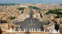 Le président français est arrivé mercredi 17 août en fin d'après-midi à Rome, où il a été reçu par le pape après s'être recueilli à l'église Saint-Louis des Français.
