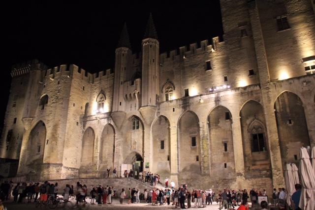 avignon palais des papes_nuit
