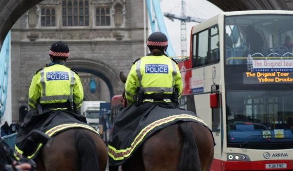 Mercredi 22 mars, un terroriste a percuté des piétons avec une voiture sur le pont Westminster de Londres, puis a fatalement poignardé un policier avant d'être abattu. Revendiqué par l'État […]
