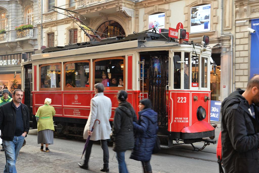 la c l bre avenue istiklal d 39 istanbul se refait une beaut aujourd 39 hui la turquieaujourd 39 hui. Black Bedroom Furniture Sets. Home Design Ideas