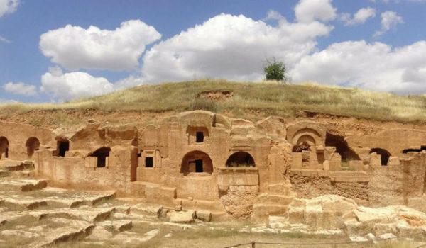 Une galerie de tombes construite il y a 1400 ans et découverte lors de travaux archéologiques effectués dans l'ancienne ville de Dara a été ouverte aux visiteurs.