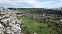 À 17 kilomètres d'Antalya, c'est dans le site antique de Perge que d'importants travaux de restauration ont été entrepris pour refaire une beauté au stade de l'époque romaine.