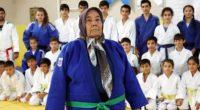 Le quotidien turc Daily Sabah rapporte qu'une Turque de 80 ans, originaire d'Adana, a décidé de commencer à faire du judo grâce à l'influence de sa petite-fille.