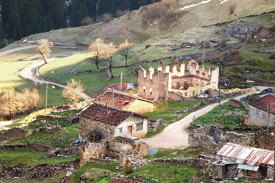 une route pour prot ger les ruines de santa aujourd 39 hui la turquieaujourd 39 hui la turquie. Black Bedroom Furniture Sets. Home Design Ideas