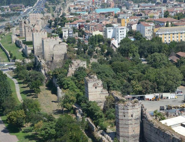 restauration des anciens murs de la cit d istanbul aujourd 39 hui la turquieaujourd 39 hui la turquie. Black Bedroom Furniture Sets. Home Design Ideas