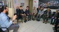 Dans la province égéenne d'Izmir, des patients atteints de Parkinson défient la maladie avec des cours de«percussions corporelles» prodigués par un batteur professionnel.