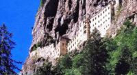 Après d'importants travaux de restauration, le somptueux monastère de Sümela situé dans la province turque de Trabzon ouvrira ses portes aux visiteurs le 25 mai, rapporte le quotidien Hürriyet.