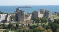 Les anciennes murailles d'Istanbul sont menacées par des plantes «envahissantes», rapporte l'Agence Demirören.