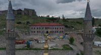 Les travaux de restauration du Palais de Beylerbeyi (Beylerbeyi Sarayı), situé dans la région de Kars, sont presque terminés. Construit en 1579 par Lala Mustafa Pasha, un général ottoman, le […]
