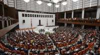 Chargé par le président de former un gouvernement par intérim, Ahmet Davutoğlu a proposé à 11 membres de l'opposition d'y faire leur entrée. Si la participation du HDP ne fait […]