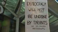 Mardi 28 février, les fils du 45e Président américain se sont rendus à Vancouver afin d'inaugurer la tour Trump et ont été accueillis par des manifestants en colère qui n'ont […]