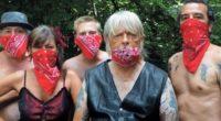 Masqué de son mythique bandana rouge, Renaud est de retour de manière inattendue avec un morceau bien étrange, baptisé «Corona Song». Installé dans un jardin avec ses musiciens en respectant […]
